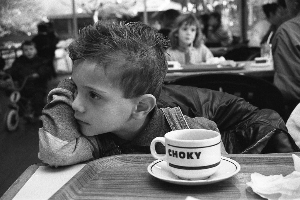 petit garçon rêveur